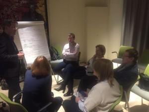 Сергей Калачин обсуждает с коллегами план работы по продуктовому направлению